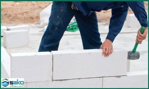 Hướng dẫn xây gạch aac sau khi đã xây được các hàng trước