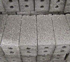 Gạch ba banh từ cốt liệu xi măng xỉ than sản xuất nhỏ lẻ thủ công