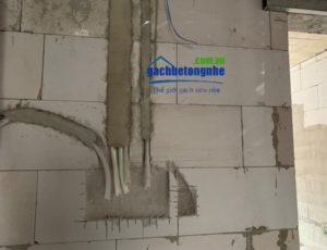 Thi công hệ thống điện nước tường gạch bê tông nhẹ