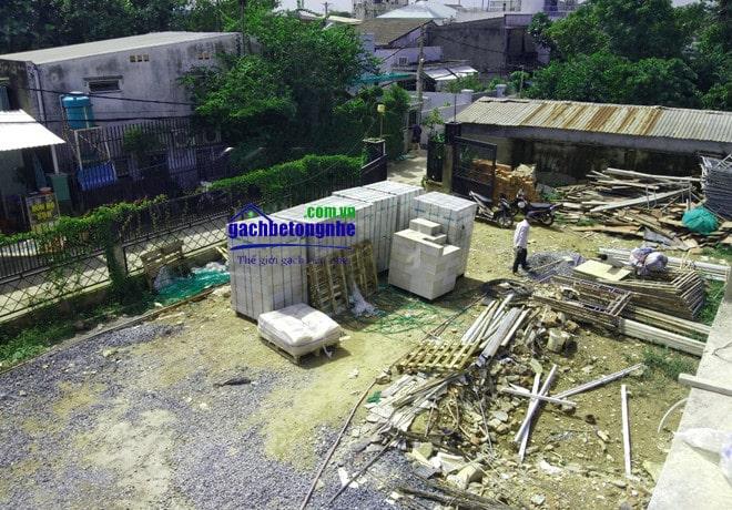 Bãi tập kết gạch xây AAC tại công trình ở Hà Nội
