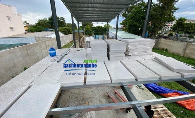 Lắp tấm sàn bê tông siêu nhẹ bằng tấm panel bê tông nhẹ chống cháy