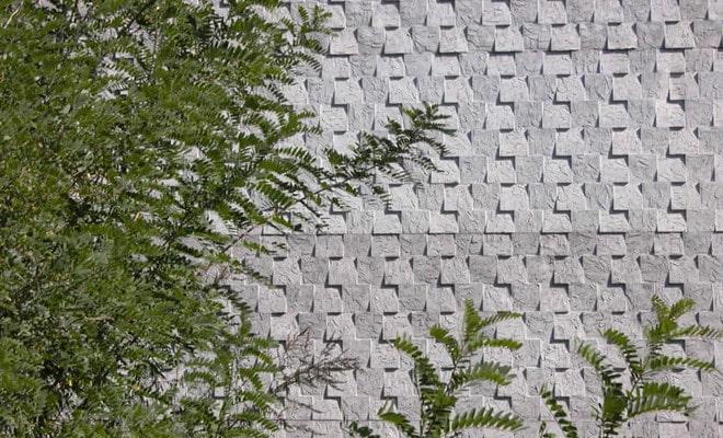 Tấm bê tông trang trí 3D lắp dựng ở sân vườn