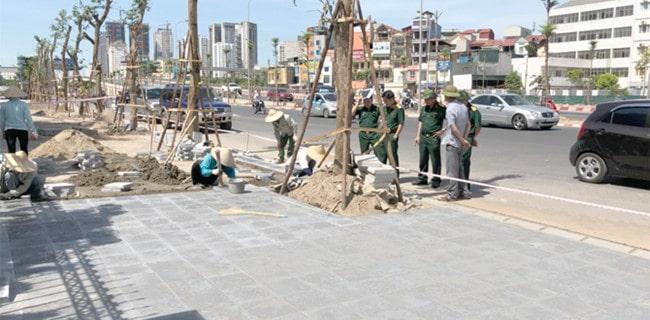 Thi công gạch vỉa hè giả đá ở Hà Nội