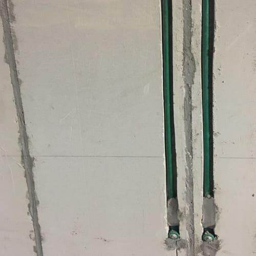 Lắp đặt đường nước trên tường Light Wall ALC Viglacera