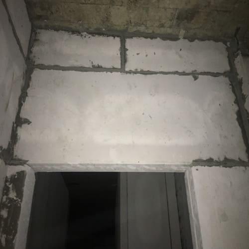 Tấm bê tông nhẹ ALC làm lanh tô. Tấm acotec khi cắt dọc tấm sẽ cắt vào các lỗ rỗng