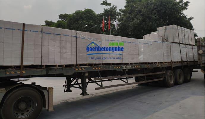 Giao hàng gạch nhẹ AAC về công trình tại Vĩnh Phúc
