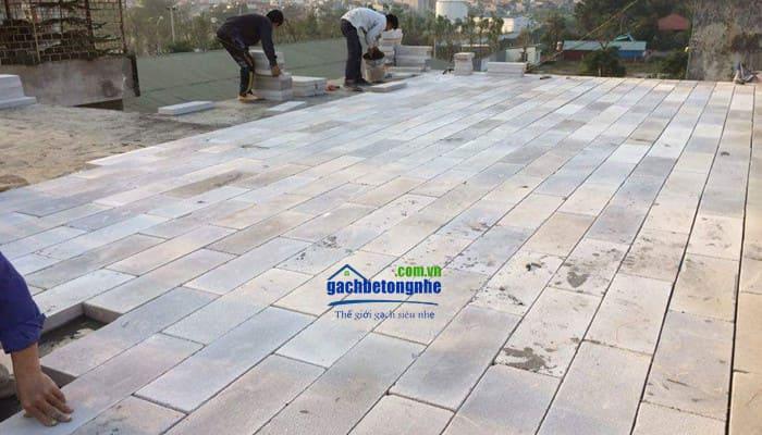 Dùng gạch siêu nhẹ nâng cao nền nhà