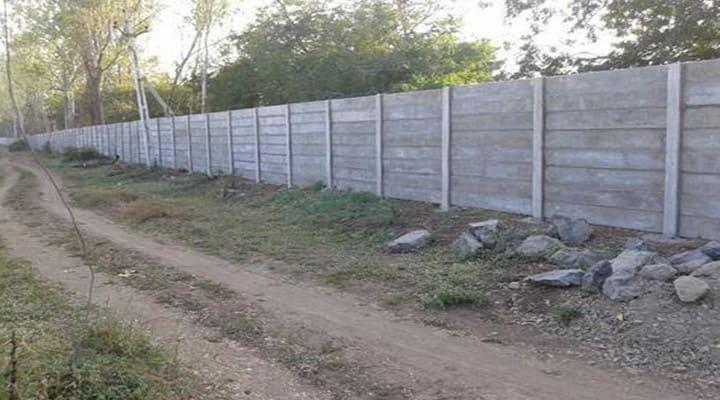 Xây tường rào bằng gạch bê tông