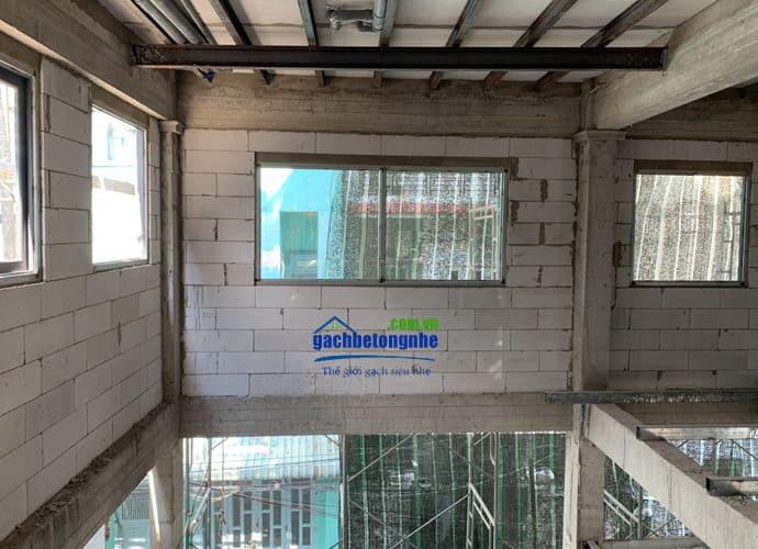 Xây nhà bằng gạch bê tông khí chưng áp ở TP HCM