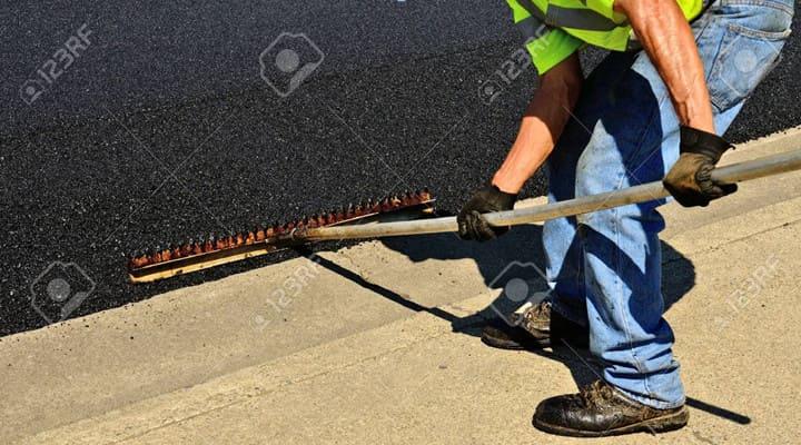 Thi công bê tông nhựa nguội rải mặt đường