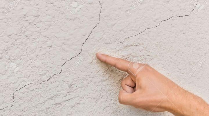Vết nứt xuất hiện trên bề mặt sàn bê tông