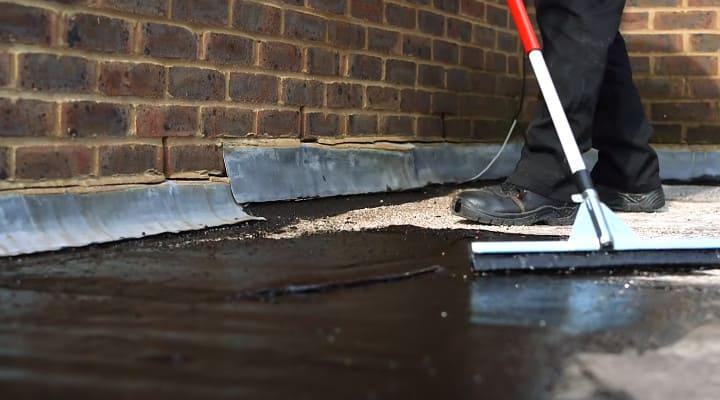 Thi công sơn chống thấm trên bề mặt sàn bê tông