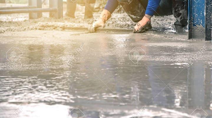 Hoàn thiện bề mặt sàn bê tông mới đổ theo cao độ thiết kế